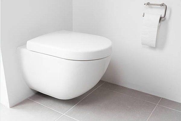 vvs hillerød badeværelse væghængt toilet